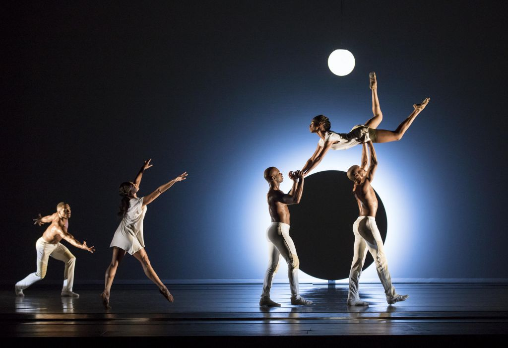 Alvin Ailey American Dance Theater: Παραστάσεις του κορυφαίου αμερικανικού χοροθεάτρου online