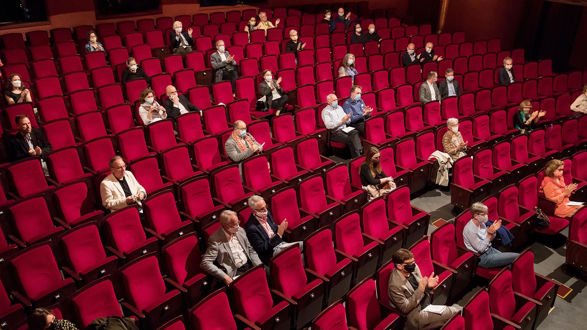 Με ποια πρωτόκολλα ανοίγουν θέατρα, κινηματογράφοι και μουσικές σκηνές
