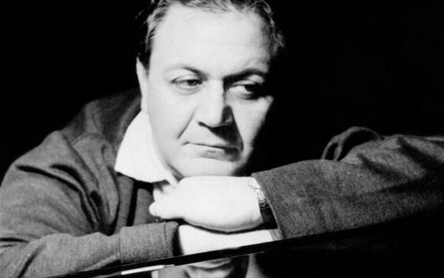 Μάνος Χατζιδάκις: 8 φιλοσοφημένες σκέψεις του για τη μουσική, τον έρωτα & τη ζωή